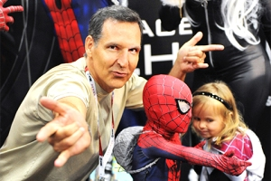 SDCC-2015-Todd-McFarlane-and-Spider-Kids-photo-by-Kendall-Whitehouse-480x320