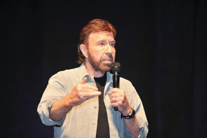 Chuck-Norris-WizardWorldPHL-2017-photo-by-Kendall-Whitehouse-600x400