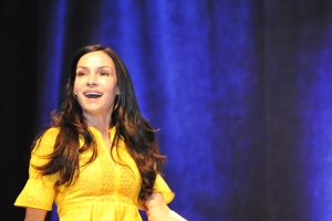 Famke-Janssen-WizardWorldPHL-2017-photo-by-Kendall-Whitehouse-600x400