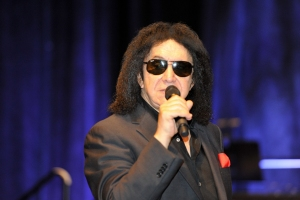 Gene-Simmons-WizardWorldPHL-2017-photo-by-Kendall-Whitehouse-600x400.jpg