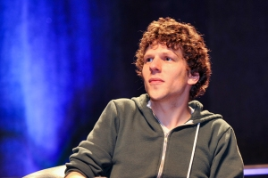 Jesse-Eisenberg-WizardWorldPHL-2017-photo-by-Kendall-Whitehouse-600x400