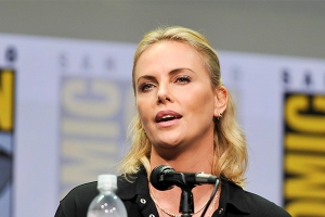 Charlize-Theron-SDCC-2017-photo-by-Kendall-Whitehouse-600x400