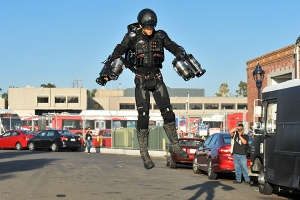 Richard-Browning-Jet-Suit-SDCC-2017-photo-by-Kendall-Whitehouse-600x400