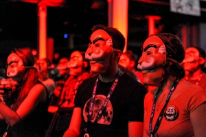 E-Coin-Launch-Fsociety-Masked-Audience-NYCC-2017-photo-by-Kendall-Whitehouse-600x400