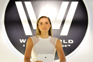 Westworld-Entrance-Host-NYCC-2017-photo-by-Kendall-Whitehouse-600x400