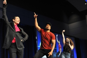 Ezra-Miller-Ray-Fisher-Garnet-Shuffle-WWPhillyCC-2018-photo-by-Kendall-Whitehouse-600x400.jpg