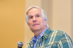 Henry-Winkler-WWPhillyCC-2018-photo-by-Kendall-Whitehouse-600x400