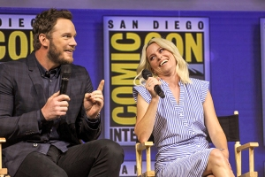 Chris-Pratt-Elizabeth-Banks-SDCC-2018-photo-by-Kendall-Whitehouse-750x500