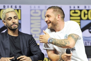 Riz-Ahmed-Tom-Hardy-SDCC-photo-by-Kendall-Whitehouse-750x500.jpg