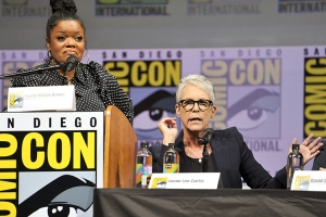 Yvette-Nicole-Brown-Jamie-Lee-Curtis-SDCC-2018-photo-by-Kendall-Whitehouse-750x500.jpg